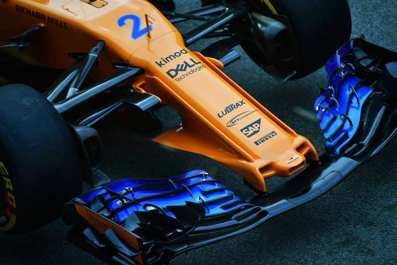 Носовой обтекатель и переднее антикрыло McLaren MCL33