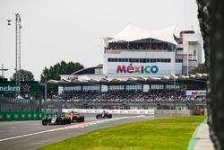 Romain Grosjean, Haas F1 Team VF-17, Fernando Alonso, McLaren MCL32, Brendon Hartley, Scuderia Toro Rosso STR12
