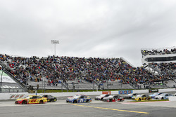 Start: Joey Logano, Team Penske Ford, Martin Truex Jr., Furniture Row Racing Toyota