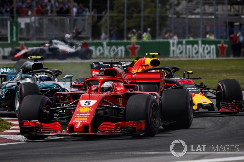 Sebastian Vettel, Ferrari SF71H, precede Max Verstappen, Red Bull Racing RB14, e Valtteri Bottas, Mercedes AMG F1 W09