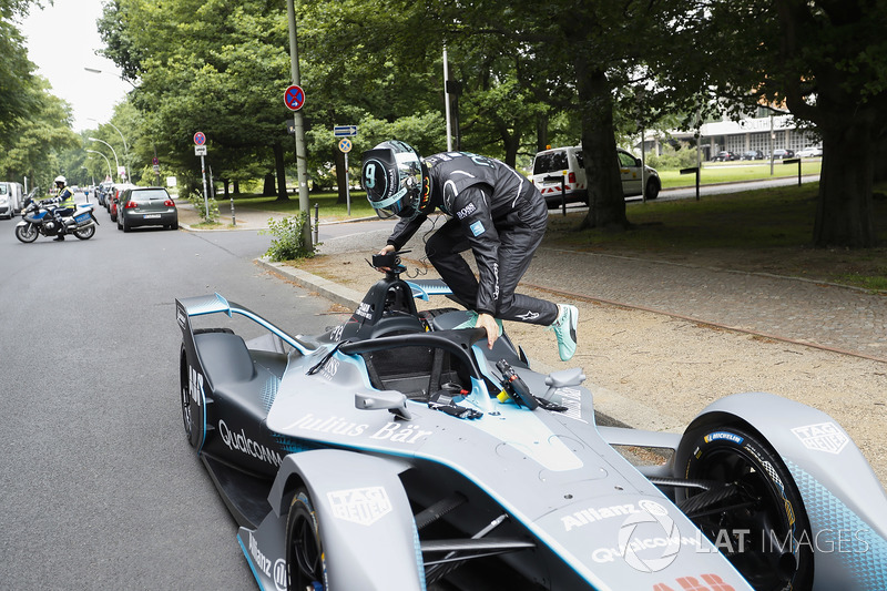 Kampiun Formula 1, Nico Rosberg masuk ke kokpit mobil baru Formula E