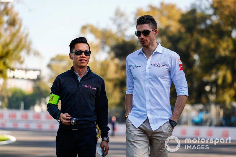 Edoardo Mortara, Venturi Formula E, on the track walk with the team