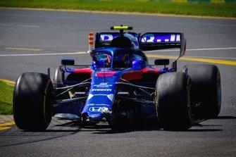 Alex Albon, Toro Rosso STR14, avec un aileron avant cassé