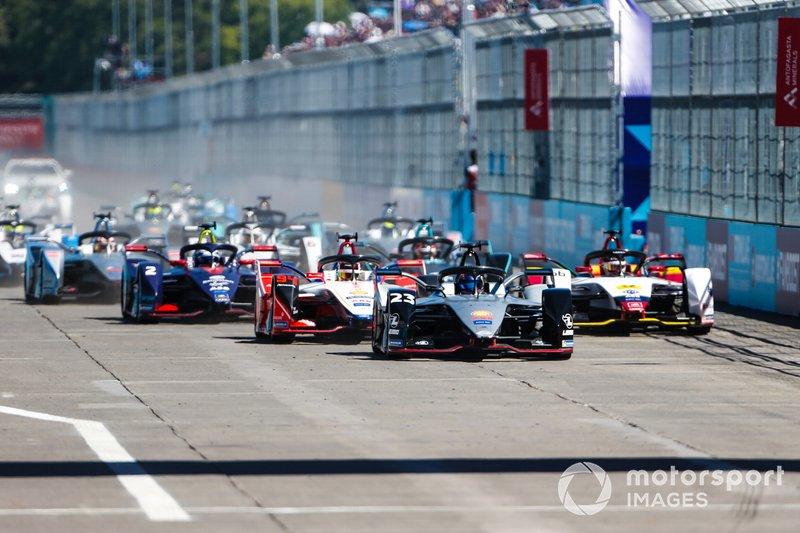 Sébastien Buemi, Nissan e.Dams, Nissan IMO1, Pascal Wehrlein, Mahindra Racing, M5 Electro, Daniel Abt, Audi Sport ABT Schaeffler, Audi e-tron FE05, Sam Bird, Envision Virgin Racing, Audi e-tron FE05, si dirigono in curva 1 dopo la partenza