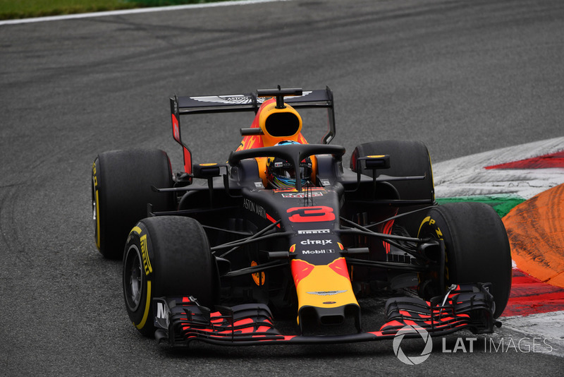 Ricciardo kenara çekmek zorunda kalıyor