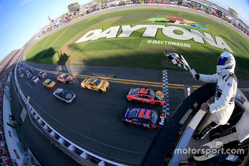 7. 2016 Daytona 500 - Closest finish