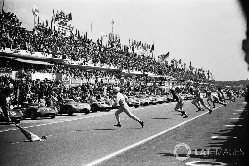 Pedro Rodríguez, Lorenzo Bandini y Mike Parkes são os três primeiros lugares correndo para o início das 24 h de Le Mans de 1963