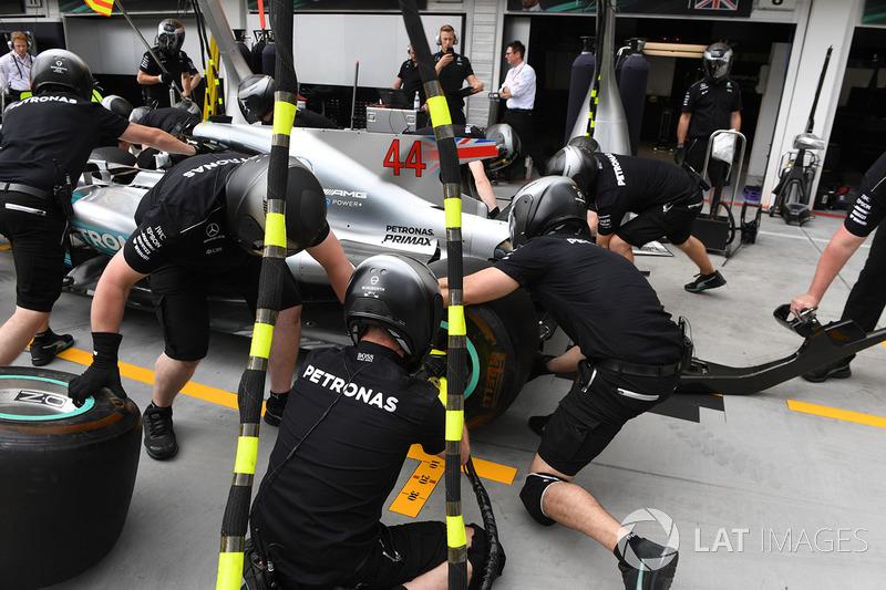 Boxenstopptraining: Mercedes AMG F1