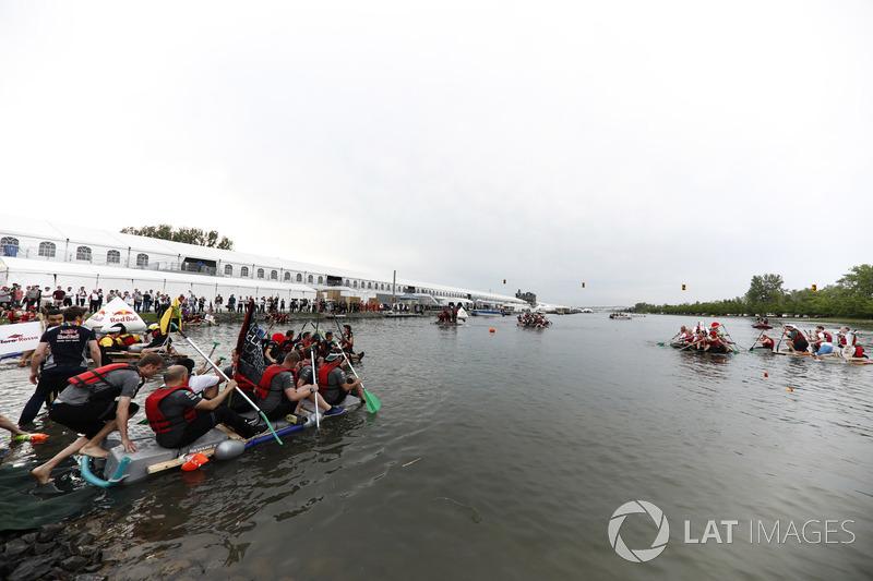 Перемога McLaren у гонці на плотах