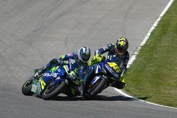 Valentino Rossi, Yamaha; Sete Gibernau, Honda Team Gresini