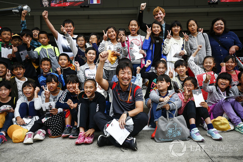 Ayao Komatsu, Chief Race Engineer, Haas F1 Team, meets some fans in the pit lane
