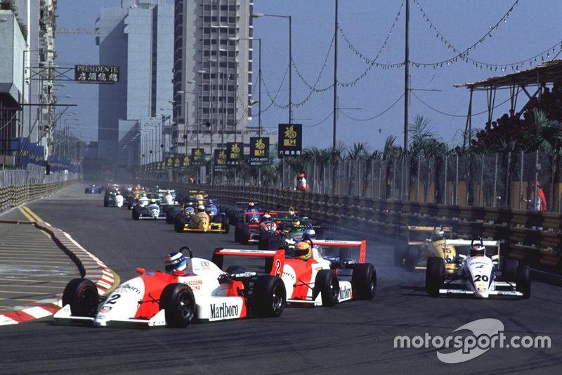 Mika Hakkinen devance Eddie Irvine et Michael Schumacher au départ de la course
