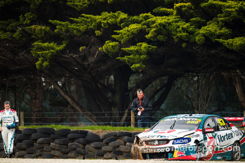 Craig Lowndes, Triple Eight Race Engineering Holden after crashing