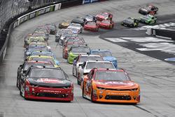 Start: Kyle Larson, Chip Ganassi Racing, Chevrolet; Austin Dillon, Richard Childress Racing, Chevrolet