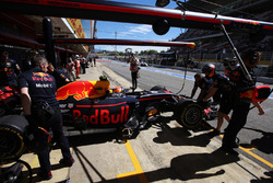 Max Verstappen, Red Bull Racing RB13, is returned to the garage