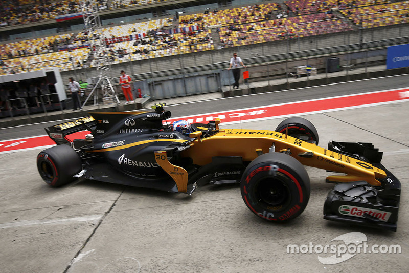 Jolyon Palmer, Renault Sport F1 Team RS17, in the pit lane