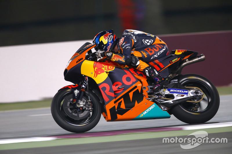 Bradley Smith con la KTM RC16 del Red Bull KTM Factory Racing en Qatar