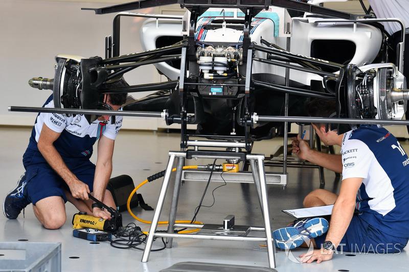 Williams FW40 front suspension detail