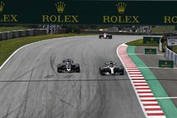 Romain Grosjean, Haas F1 Team VF-17, Lewis Hamilton, Mercedes AMG F1 F1 W08
