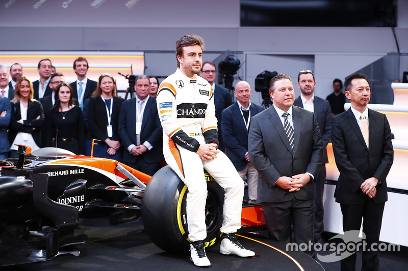 Fernando Alonso, Zak Brown, Executive Director of McLaren Technology Group, Yusuke Hasegawa, Honda
