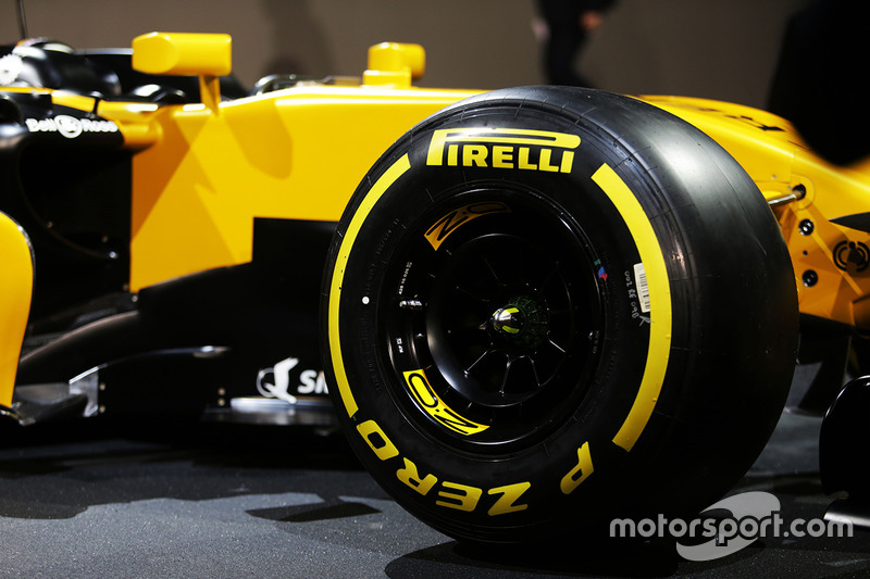 Renault RS17: Pirelli.Reifen
