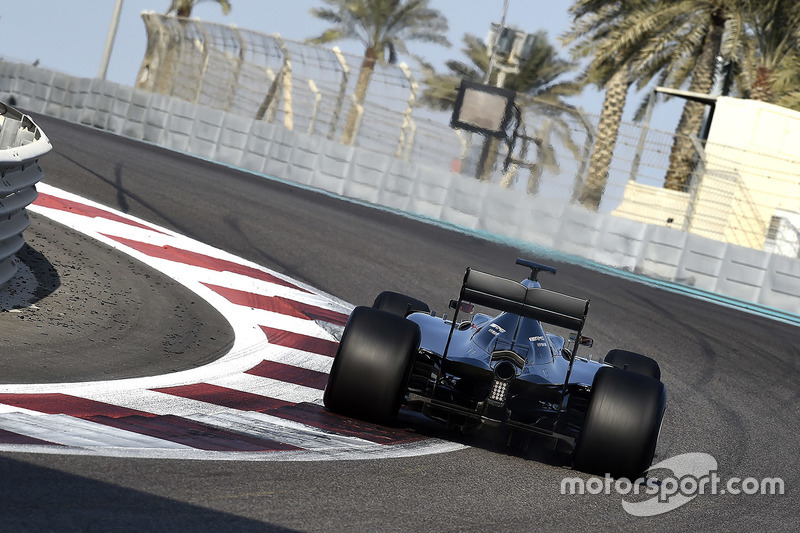 Pascal Wehrlein, Mercedes AMG F1 W06 Hybrid con los neumátios 2017 Pirelli