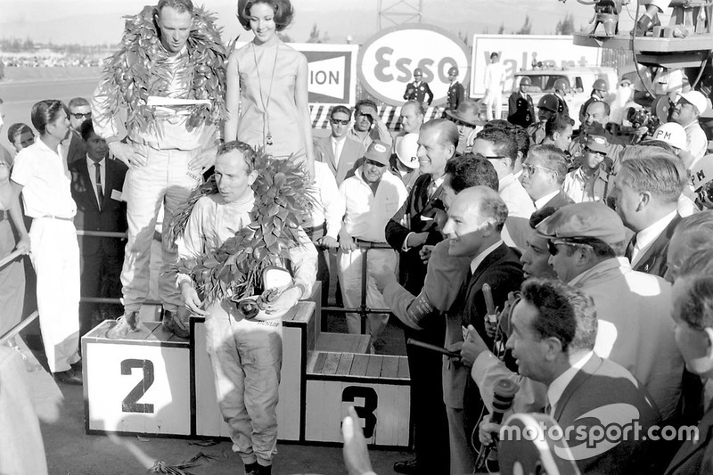 1964: Джон Сьортіз перемагає Хілла і Кларка