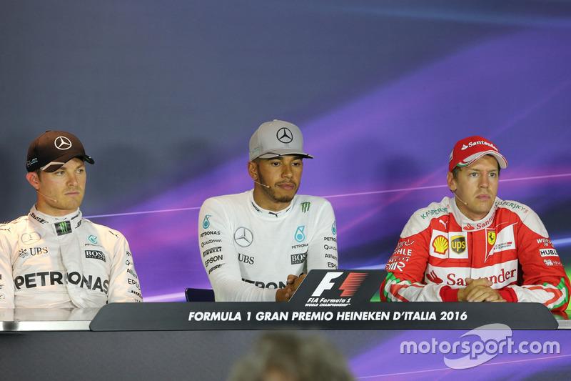Pressekonferenz: Polesitter Lewis Hamilton; 2. Nico Rosberg; 3. Sebastian Vettel