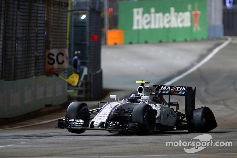 Valtteri Bottas, Williams FW38 con un pinchazo al inicio de la carrera