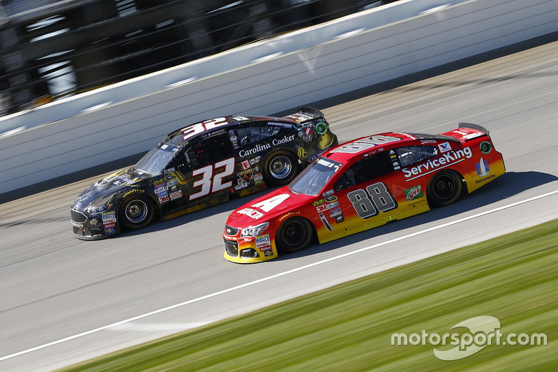 Alex Bowman, Hendrick Motorsports Chevrolet, Joey Gase, Go Green Racing Ford