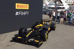 Pirelli-Auto mit Reifen für 2017