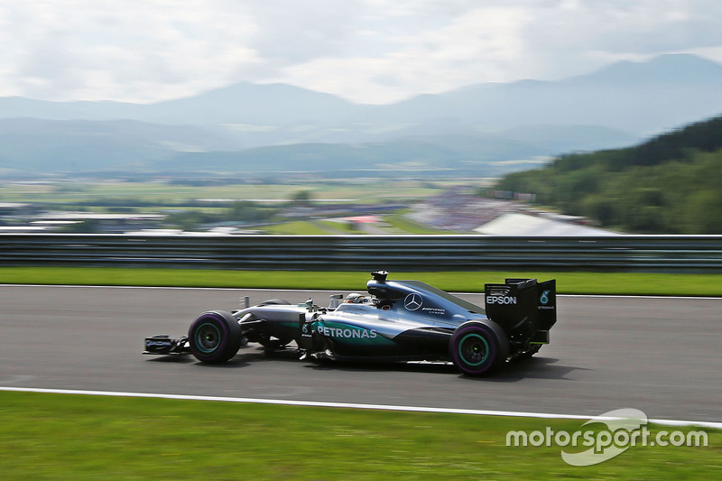 #27: Lewis Hamilton, Mercedes F1 W07 Hybrid, Spielberg 2016: 1:07,922