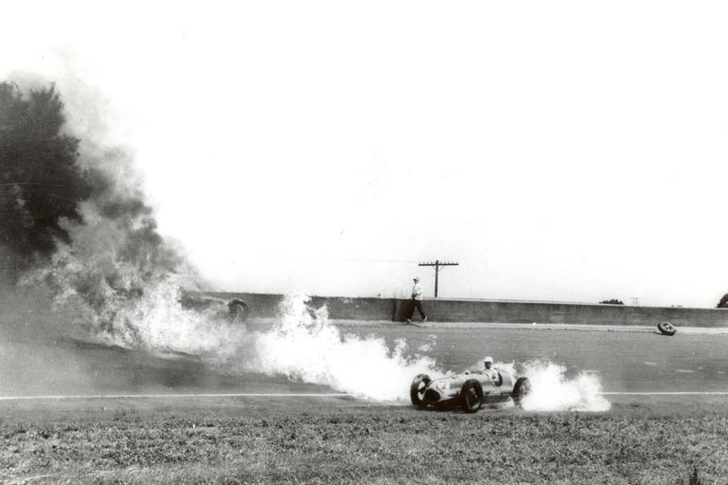 1949: Brennende Autos