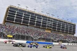 Ryan Blaney, Wood Brothers Racing, Ford; Kurt Busch, Stewart-Haas Racing, Ford