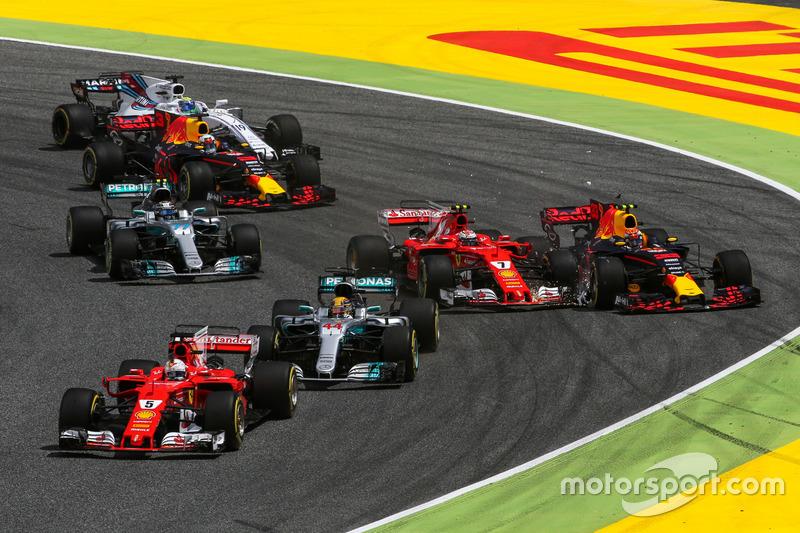 Макс Ферстаппен и Кими Райкконен сталкиваются в начале Гран При Испании