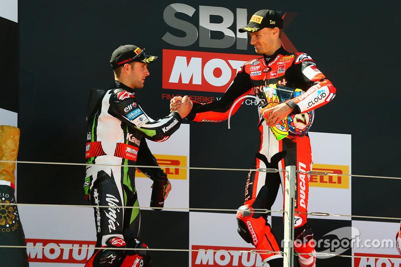 Podio: ganador de la carrera Chaz Davies, Ducati Team, segundo lugar Jonathan Rea, Kawasaki Racing