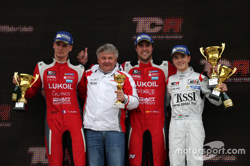 Podium: 1. Pepe Oriola, Lukoil Craft-Bamboo Racing, SEAT León TCR; 2. Hugo Valente, Lukoil Craft-Bam