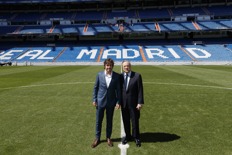 Fernando Alonso dan Florentino Pérez, Presiden Real Madrid, di Stadion Santiago Bernabéu