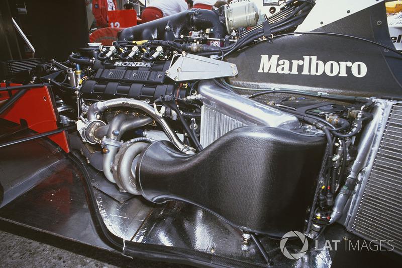 Le moteur Honda RA168E V6 turbo dans le châssis de la McLaren MP4/4
