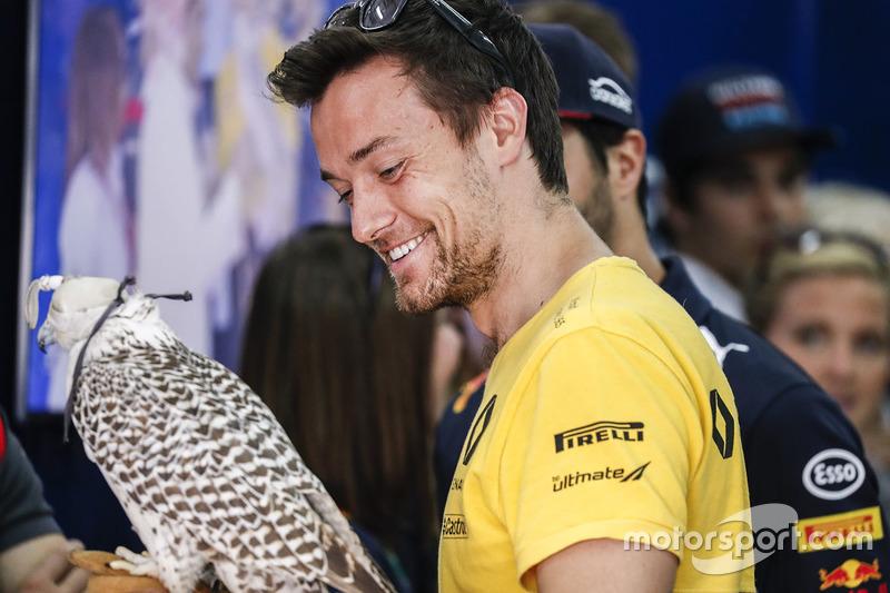 Jolyon Palmer, Renault Sport F1 Team, avec un faucon