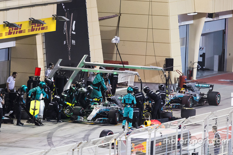 Valtteri Bottas, Mercedes AMG F1 W08, in the pits, with team mate Lewis Hamilton, Mercedes AMG F1 W0