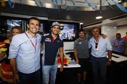 Pedro de la Rosa, Carlos Sainz Jr., Scuderia Toro Rosso, Fernando Alonso, McLaren, qui fête ses 36 ans
