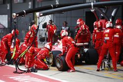 Sebastian Vettel, Ferrari SF70H, esce dai box dopo il suo primo pit stop