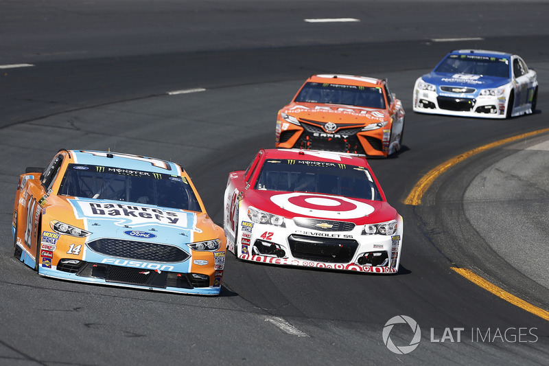 Clint Bowyer, Stewart-Haas Racing Ford Kyle Larson, Chip Ganassi Racing Chevrolet