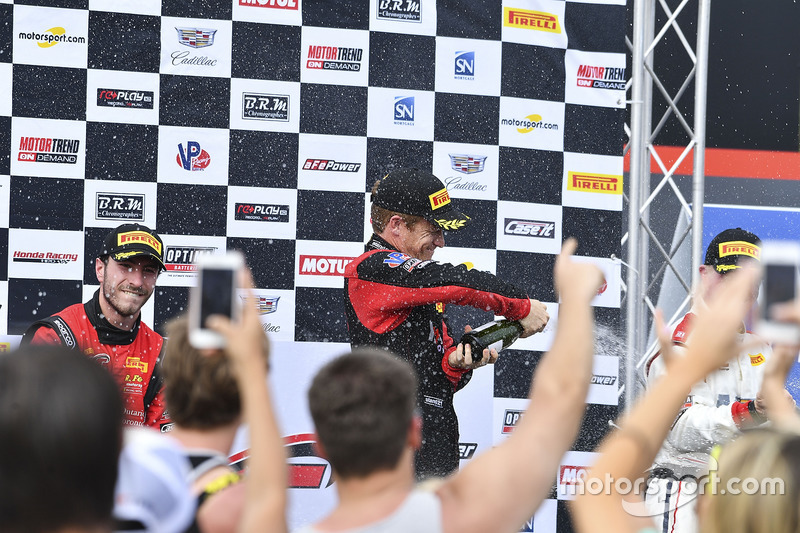 Podium: ganador, Patrick Long, Wright Motorsports, seegundo, Alex Riberas, R.Ferri Motorsport, tercero, Johnny O'Connell, Cadillac Racing
