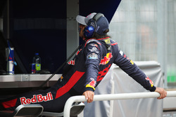 Carlos Sainz Jr., Scuderia Toro Rosso, watches FP1 from the pit wall after experiencing an early technical failure