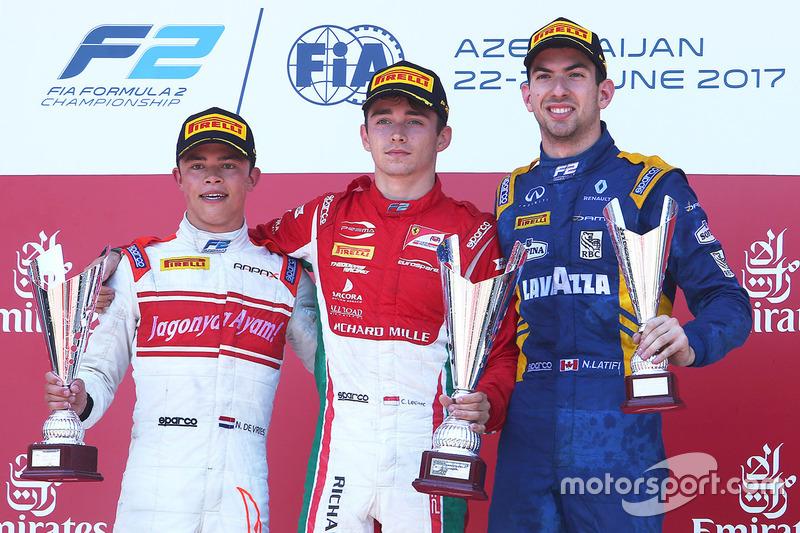 Podium : le vainqueur Charles Leclerc, PREMA Powerteam, le deuxième Nyck De Vries, Rapax, le troisième Nicholas Latifi, DAMS