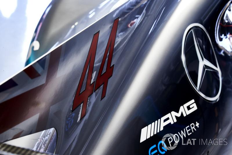 Капот Mercedes AMG F1 W08 Льюіса Хемілтона