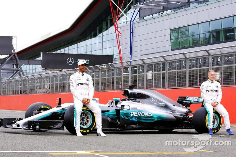 Lewis Hamilton und Valtteri Bottas mit dem Mercedes W08