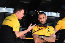 Alan Permane, Renault Sport F1 Team carrera Ingeniero; Cyril Abiteboul, Managing Director de Renault Sport F1